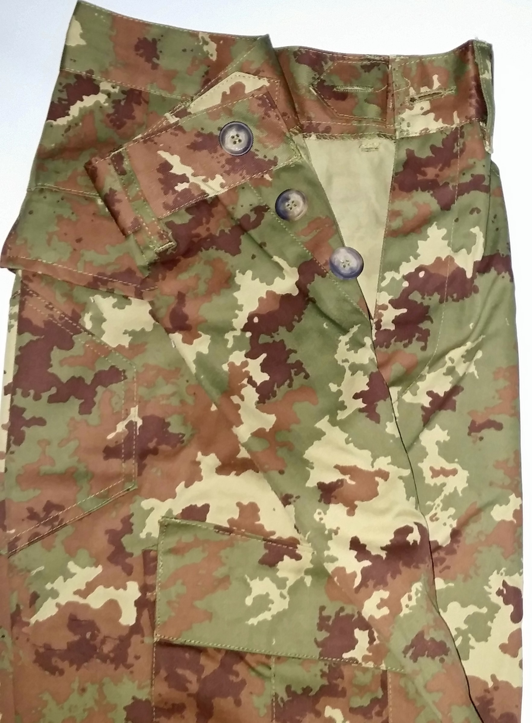 Italien camo pant (with buttons) **in sale**